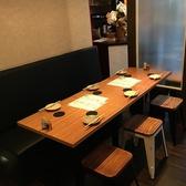 【2名テーブル×3】横につなげると最大6名様利用可能のテーブル席。