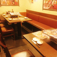 パーティなどにも使用できるテーブル席