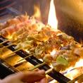 ◆鳥放題のこだわり3【450℃の焼台】炭焼きと同じ火力を持つ焼台で焼くことで、旨味や肉汁を閉じ込めます。