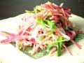 料理メニュー写真紅芯大根とジャコのサラダ