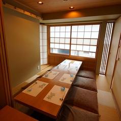 襖で仕切られた7名様までの掘りごたつ式完全個室。落ち着いたライトの中でゆっくりとお食事をお楽しみ下さい。