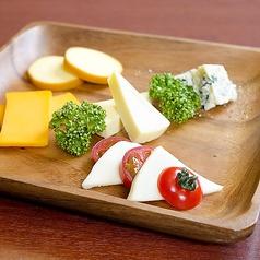 料理メニュー写真おつまみチーズの盛り合わせ
