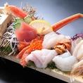 【水産会社直営!漁師町の刺身板盛10品】が浜値の500円でのご提供!飲食業界で唯一「海雪〆」鮮魚を流通させれるのは「にほんいち」だけです。浜の漁師が味わえる鮮度を実現しました!!札幌駅北口から徒歩1分の居酒屋日本一別宴邸にぜひお越しください♪