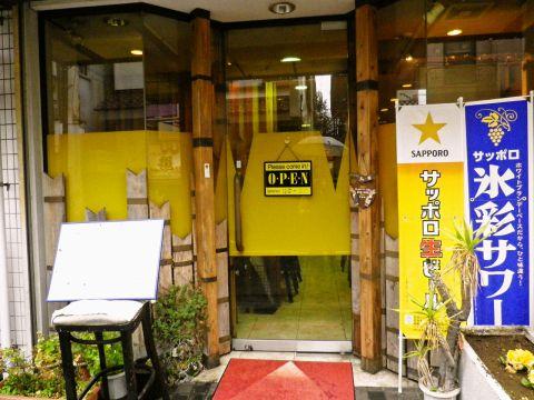駅から徒歩1分。元洋食コックの店主によるアットホームな正統派洋食店。
