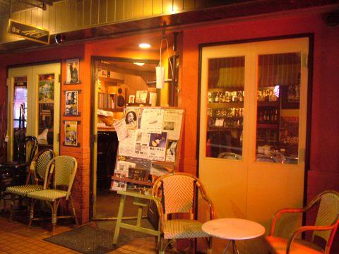 Bar461は70年代亜米利加音楽を中心にブルースやソウルなどが流れている洋風酒場です。