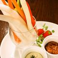 料理メニュー写真彩り野菜スティック 特製味噌ディップ
