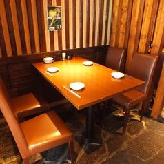 4名様までご利用頂ける席2卓ご用意しています。