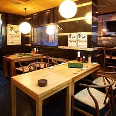 仕事帰りにちょっと一杯というときには、2~6名様までのテーブル席も。