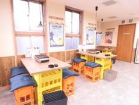 開放的な店内は、レトロな雰囲気で心地よい空間!