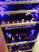 タワー型のワインセラー、80種類のワインが管理されてます。