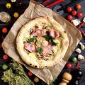 料理メニュー写真石窯ナポリピッツァ「3種キノコと半熟卵のビスマルク」