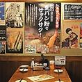 各テーブルには二度漬け禁止のポスターと共にもう少しソースをつけたい場合の説明など様々なポスターがあるよ♪