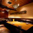 ◆和風モダン席◆各シーンに合わせてテーブル席、掘りごたつ席ご案内致します。和モダンなインテリアや照明のあるお席はゆったりとお寛ぎいただける癒しの空間になっております。会社でのご宴会や、サークルの集まりなどに◎幹事様必見のお得な特典も用意しております☆100名様の宴会もOK!お気軽にお問い合わせください♪