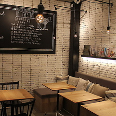 cafe&books bibliotheque 東京 自由が丘店の雰囲気1