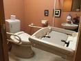 バリアフリーのお手洗いにはおむつ替えシートも備えております。
