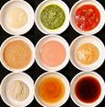 つけだれは手作りの特製ダレをご用意。職人仕込みのつゆ出汁とはまた味わいを変えて、様々な味をお楽しみください。《特製ポン酢》《手製ごまだれ》《そばつゆ》《岩塩》《和わさび》《大根おろし》《卵》《ラー油》とご用意しております。味に変化をつけてさらに美味しく楽しく♪