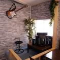 インテリアにもこだわり、部屋の角には小さな音楽スペースも