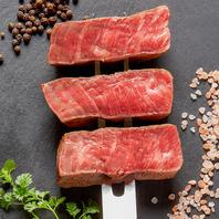 渾身の肉料理!見た目も味も楽しいジューシーな肉を堪能