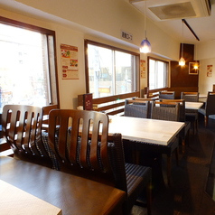 2階のテーブル席はオシャレな空間♪女子会・デートに☆