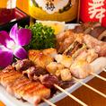 『薩摩地鶏』の特徴としては、やわらかいのに適度な歯ごたえがあり、凝縮されたジューシーな肉の旨みを楽しめることです♪ふっくらジューシーな地鶏は噛めば噛むほどに味わい深く、ビールはもちろんのこと、焼酎や日本酒などにもぴったりとなっております♪
