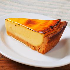 料理メニュー写真濃厚とろけるカマンベールチーズケーキ
