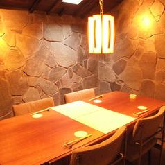 丹波石を使用した完全個室です。