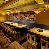 テーブル席は仕切りを外せば最大30名様迄ご利用可能です。2名~6名などの少人数もOK!会社宴会・接待・デートなど様々なシーンに対応しております。
