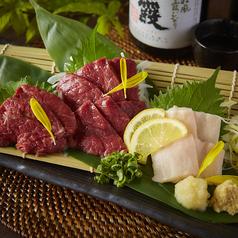 料理メニュー写真桜肉3種盛り(赤身、霜降り、こうね)