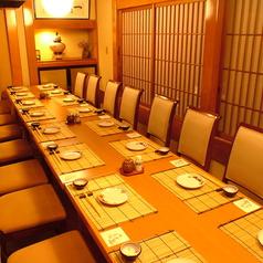 5名様から最大14名様までご利用いただける席並びになっております。