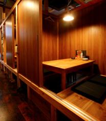 【2F】完全個室で掘りごたつのお席。仕切りを外せば最大約24名様までの完全個室としでご利用可能!