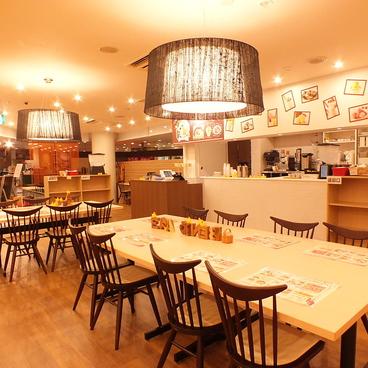 シンガポールチキンライス ベニカフェ BENI★CAFE 新宿ミロード店の雰囲気1