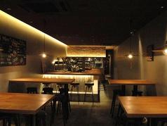 【1F】開放感溢れる空間。2次会はもちろん、各種宴会も可能なスペースです。
