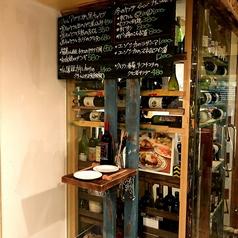 ワインセラーの横には2名でぴったりサイズの立ち飲みスペースもあり♪