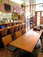 人数によって、テーブルを中心にカウンターもぜ~んぶ使って、貸切のご相談も承ります!