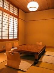 ゆったりとお寛ぎ頂けるお座敷個室もご用意しております。人気のお席のためお早目にご予約・ご確認ください。