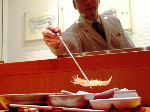 ミッドランドで老舗の天ぷらを楽しむ…厳選して季節の食材を揚げたてで。