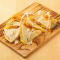 料理メニュー写真チーズケサディヤ