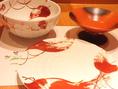 美しい食器も料理を美味しく食べていただくおもてなしの一つ