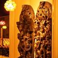 店内にはイタリア直輸入の置物や、タイの神様などなど、雰囲気たっぷりの演出をしております。ゴージャスでムード満点なインテリアは女子会やデートなど、多様なシーンにご利用いただけます。
