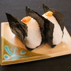 料理メニュー写真おにぎり(鮭・梅)/ライス