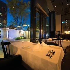 広々としたテーブル席はレイアウトが自由自在なので少人数でのお集まりはもちろん、各種ご宴会に合わせたお席をご用意致します。ゆったりとした至福の時間をお過ごしください。