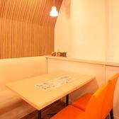 シンガポールチキンライス ベニカフェ BENI★CAFE 新宿ミロード店の雰囲気2