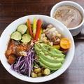 料理メニュー写真スープ付き。ブッダボウル