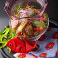 料理メニュー写真金魚鉢野菜サラダ
