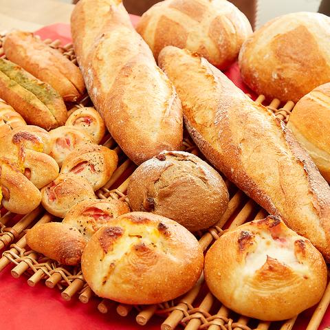 Boulangerie Cafe Hallu ブーランジェリー カフェ ハル