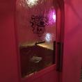 店内にあるスモーキングルーム。簡易カウンターとハイチェアーを設置。ドリンク片手に喫煙可能