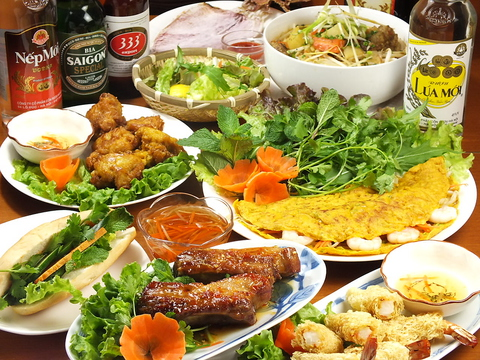 豊富に揃ったカクテルと本格ベトナム料理の数々が楽しめます♪