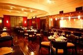 3Fレストラン:主にディナータイムにご利用いただくレストランです。料理は特別なシーンに最適なフレンチコースをご用意。