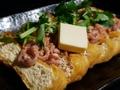 料理メニュー写真栃尾の油揚げイカの塩辛バター炒めのせ
