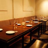 ゆったりと座れるテーブル席は、最大24名様迄ご利用いただけます。人数に合わせて対応いたしますので、少人数での飲み会から大人数での宴会にも是非お使いください!